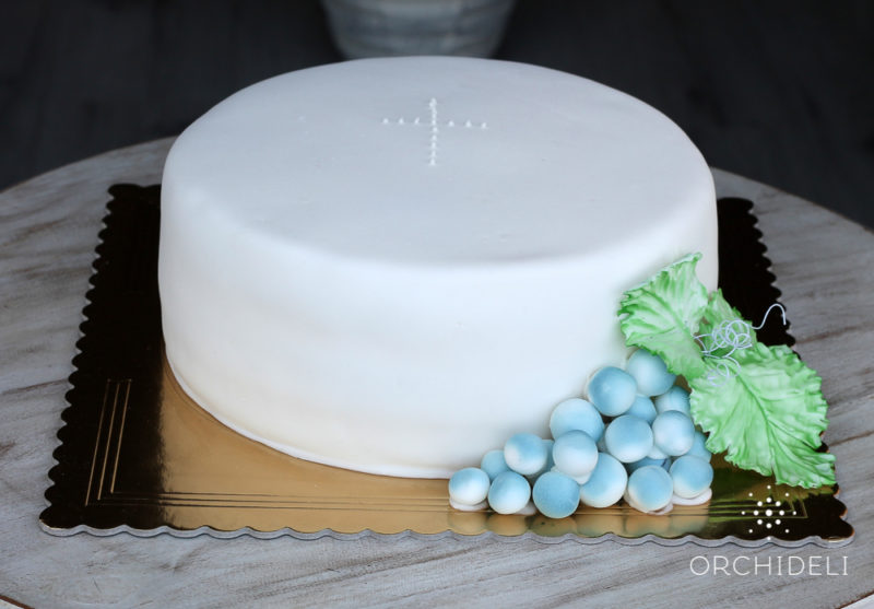 orchideli - tort na komunię, tort komunijny z winogronami, simple first communion cake with grapes