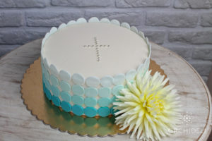 orchideli - tort na chrzciny dla chłopca z kwiatem, baptism cake for boy with fresh flower
