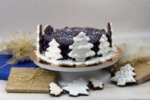 Jak zrobić ciasto ze świąteczną dekoracją z pierniczków