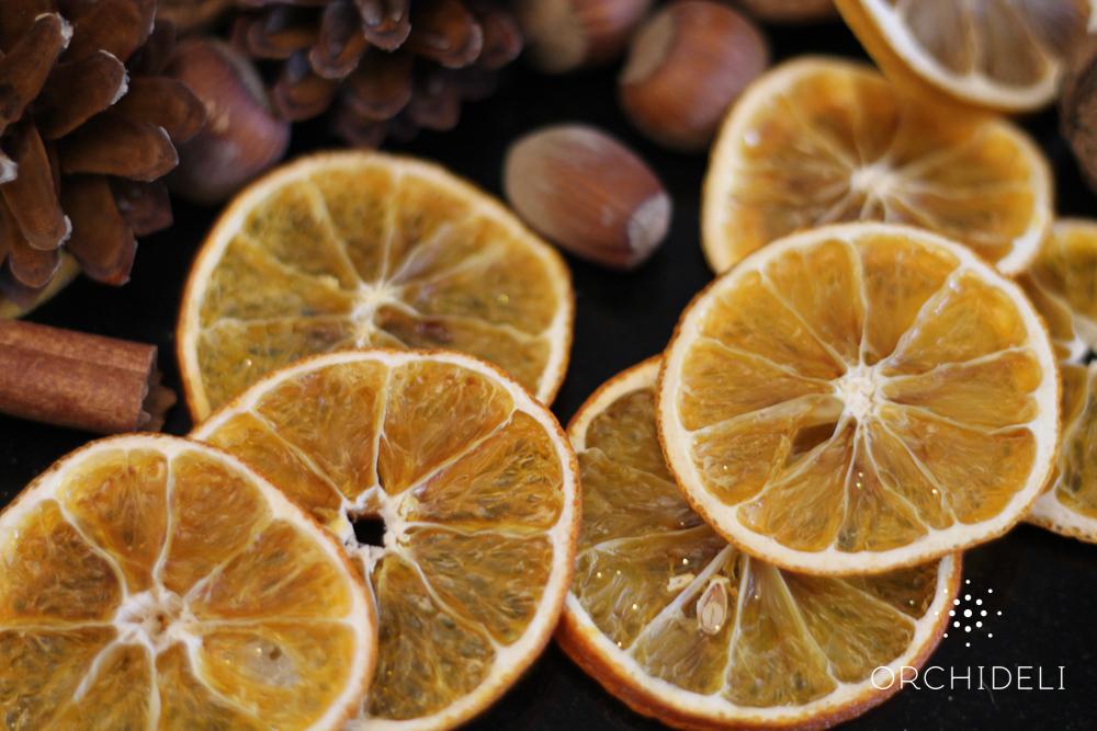suszone pomarańcze i cytryny do dekoracji świątecznych