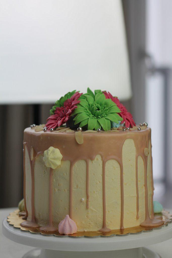 gerbery z lukru, orchideli, rożowe i zielone gerbery z lukru na tort urodzinowy, fondant gerbera, fondant flowers for birthday cake