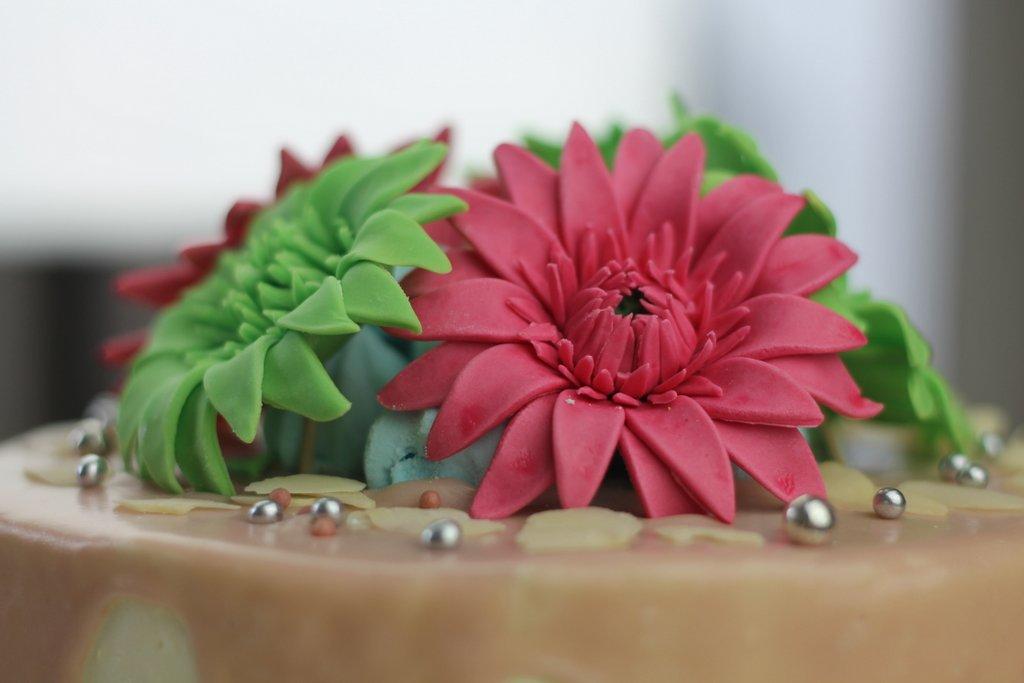 Gerbery z lukru, orchideli -gerbera z lukru, kwiatek z lukru, fondant flower, fondant gerbera