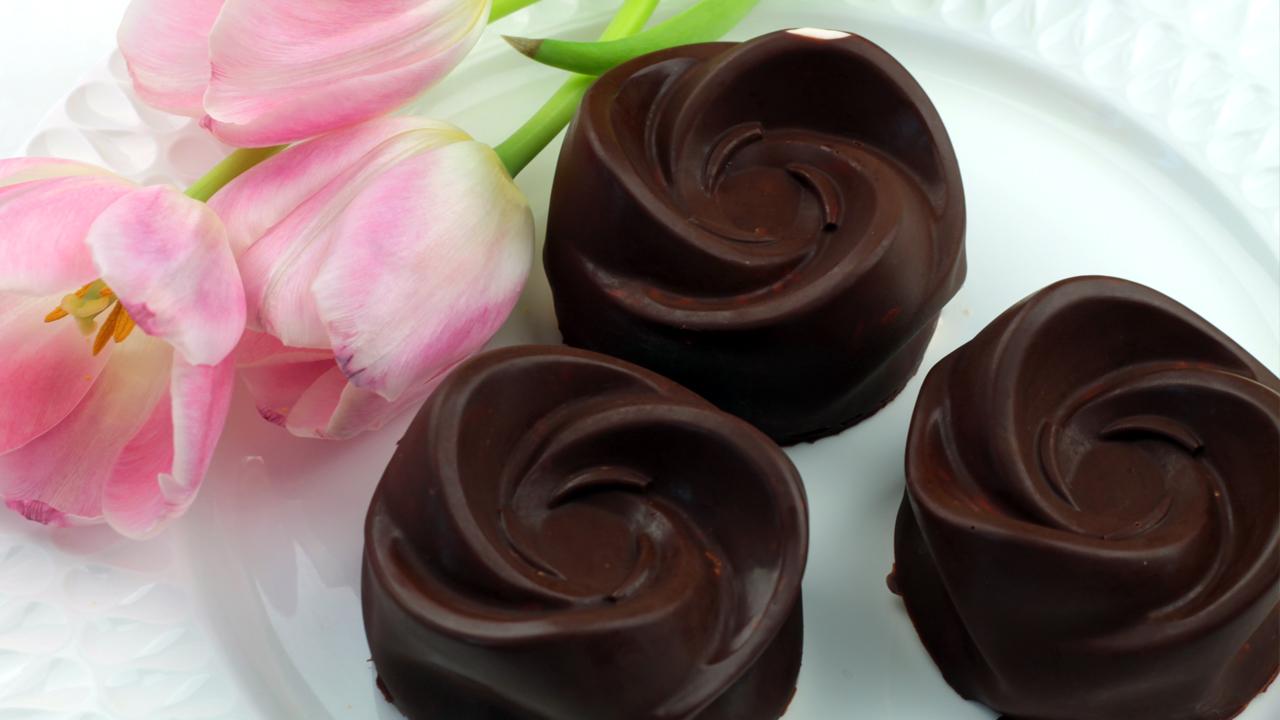 orchideli-muffinki-Czekoladowe róże na dzień matki