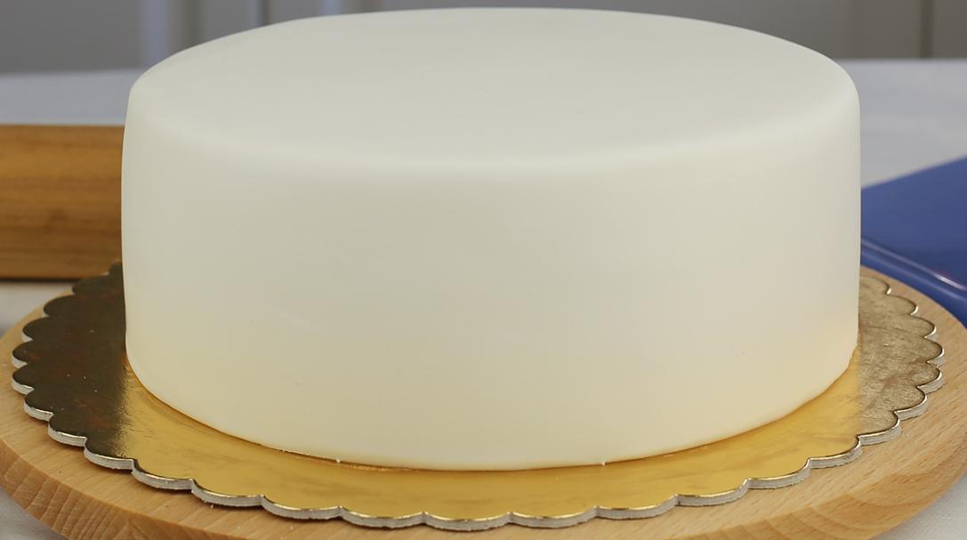 youtube-jak-pokryć-tort-masą cukrową-lukrem plastycznym, jak obłożyć tort, orchideli