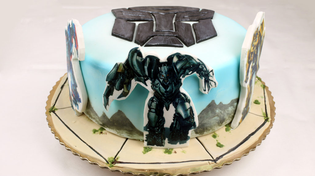 orchideli-transformers-tort urodzinowy dla chłopca z transformersami, wydruk na masie cukrowej