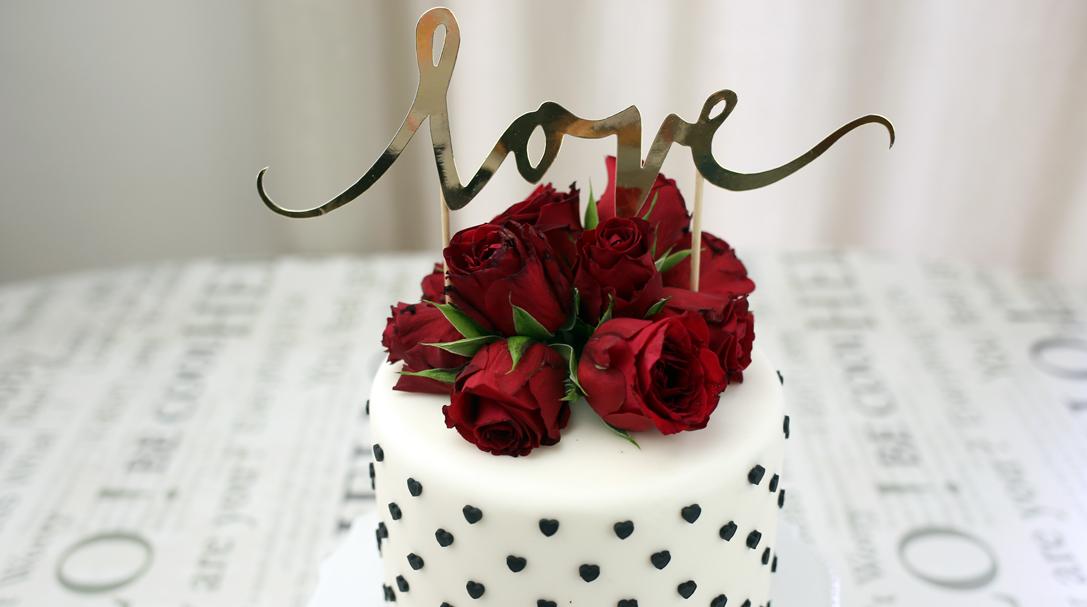 orchideli- jak bezpiecznie dekorować torty kwiatami świeżymi, żywymi kwiatami, fresh flower cake, jadalne kwiaty