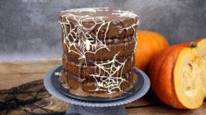orchideli tort dyniowy na halloween przekładany ganache z gorzkiej i mlecznej czekolady, tort dyniowy z czekoladą