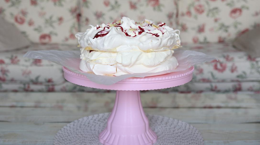 orchideli_beza_przepis na tort bezowy z malinami