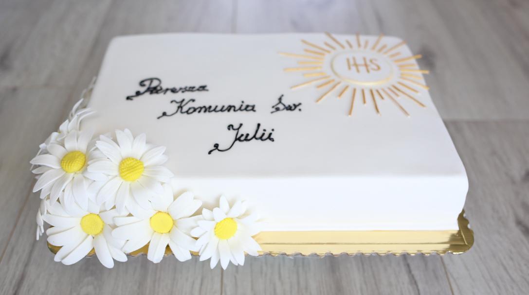 orchideli tort komunijny ze stokrotkami, przepis na tort komunijny, przepis na tort na komunię dla dziewczynki