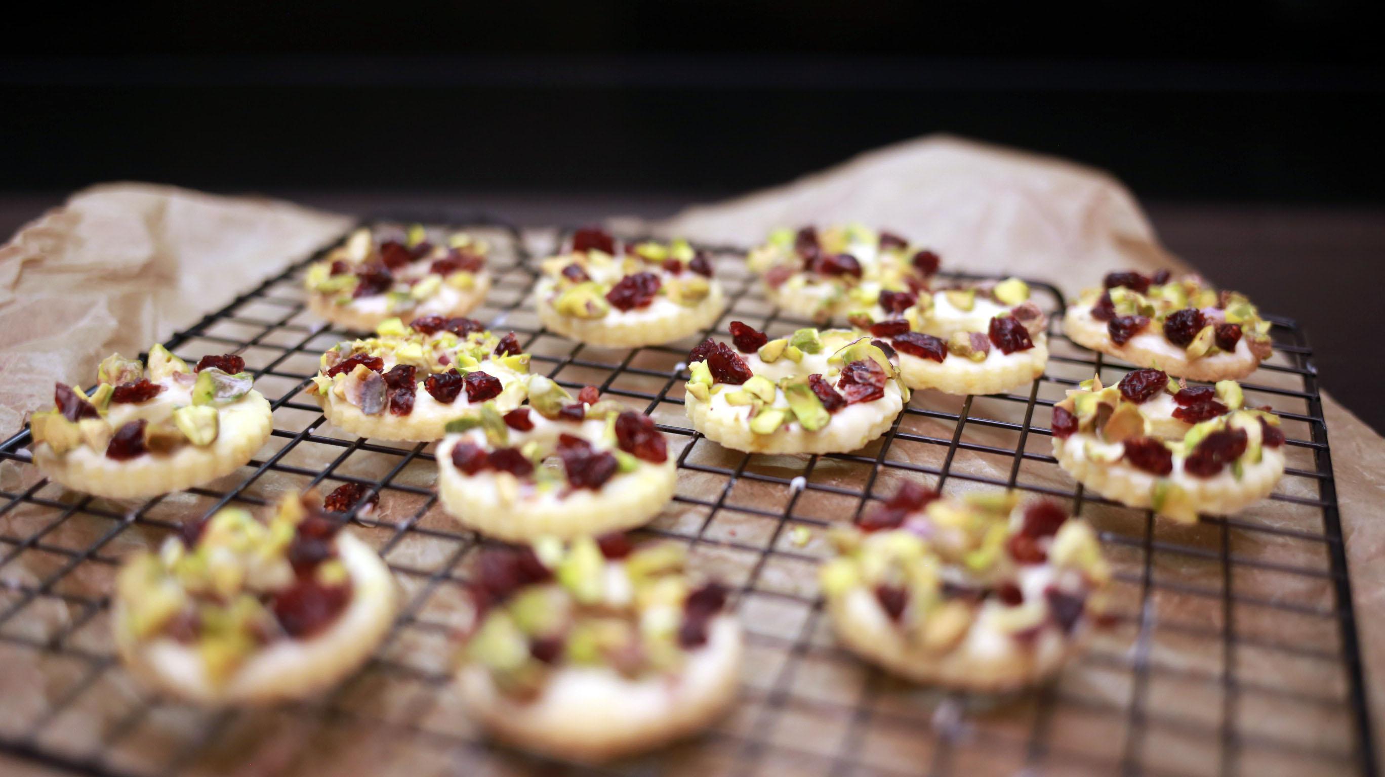 Kruche ciasteczka żurawiną i pistacjami