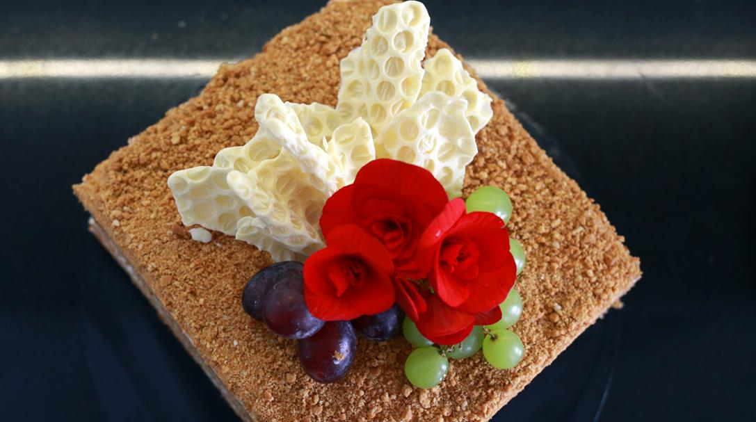 orchideli, przepis na tort miodowy, klasyczny tort, tort tradycyjny