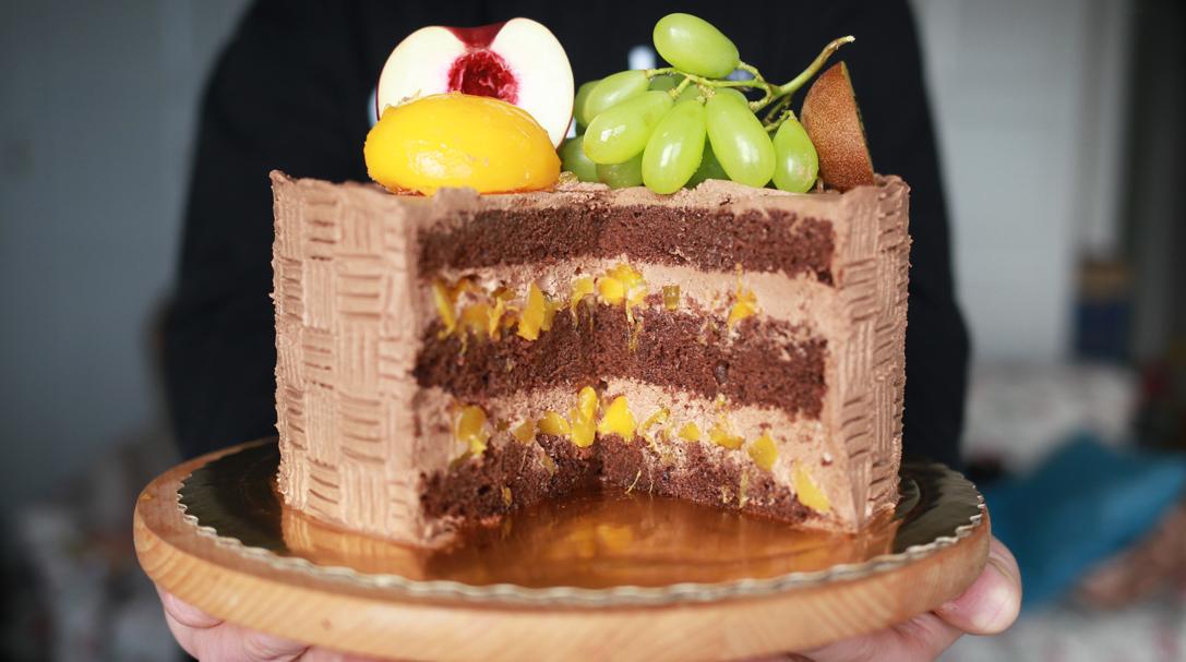 orchideli, przepis na tort czekoladowy z brzoskwiniami