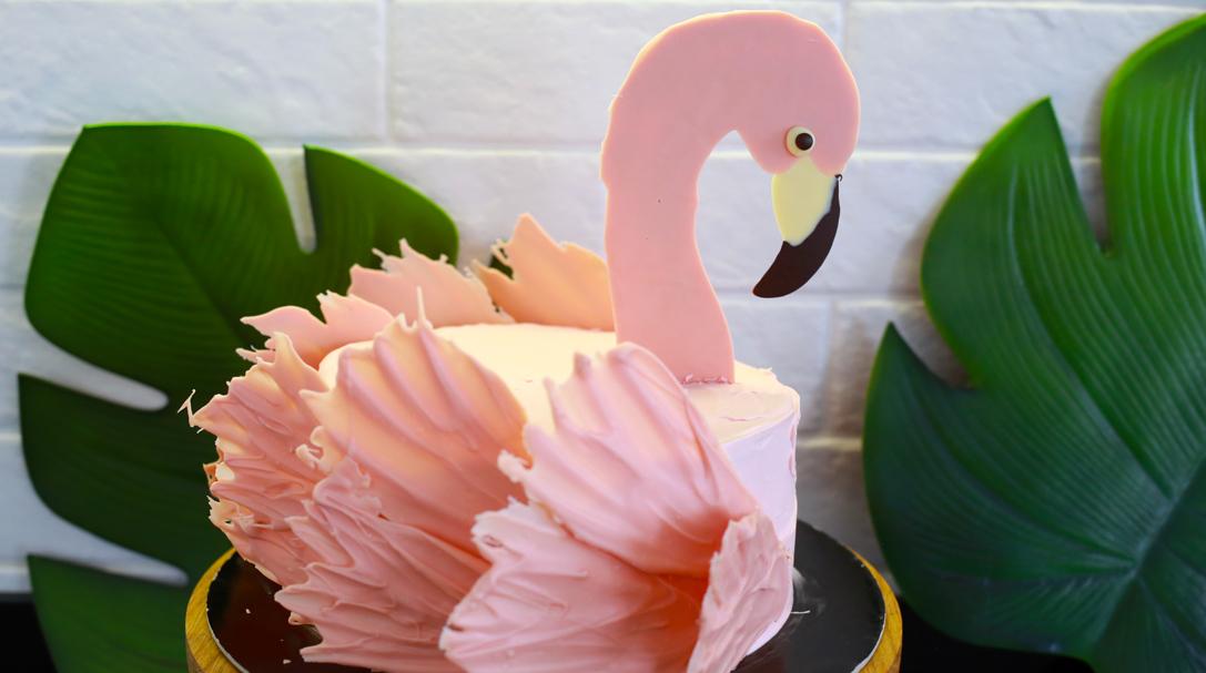 orchideli, tort flaming, różowy tort z flamingiem, dla dziewczynki, przepis na różowy tort urodzinowy