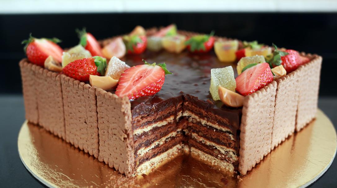 orchideli, przepis na prosty tort czekoladowy, tort urodzinowy, dla chłopaka, na dzień ojca