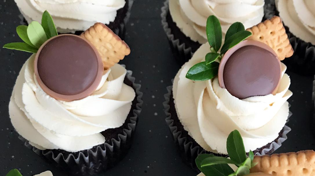 orchideli, przepis na muffiny czekoladowe z nadzieniem krówkowym, muffinki