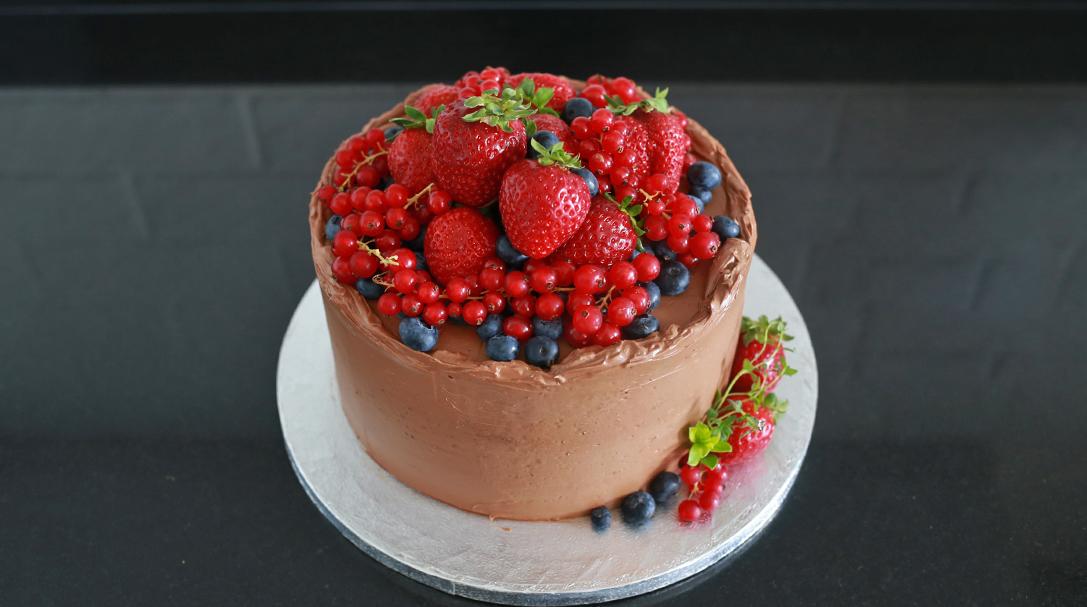 orchideli, przepis na tort czekoladowy z malinami, przepis na tort urodzinowy