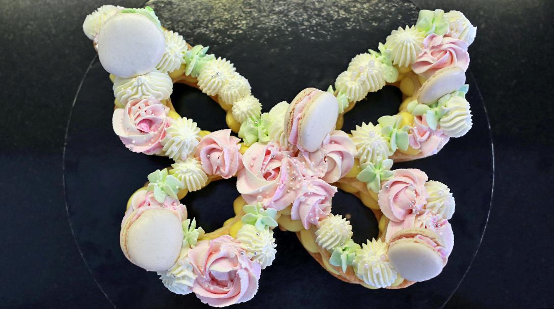 orchideli, przepis na tort motyl, number cake, prosty tort urodzinowy