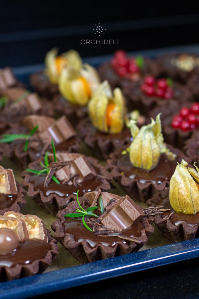 przepis na babeczki czekoladowe, kruche babeczki z owocami orchideli