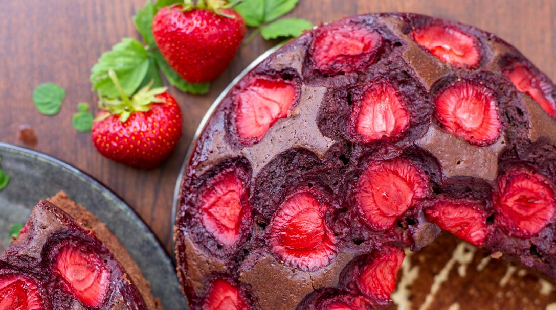 prosty przepis na ciasto czekoladowe z truskawkami orchideli